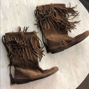 Great condition Minnetonka fringed boots